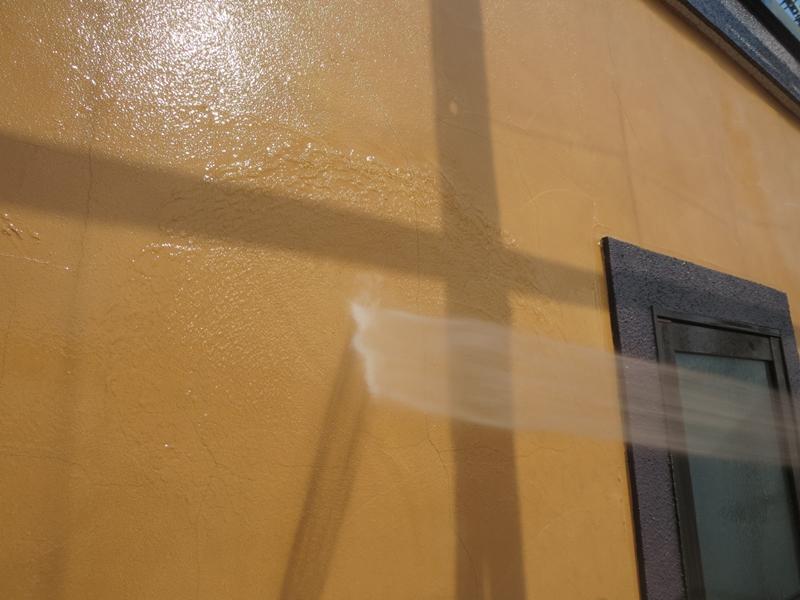 ジョリパット外壁 洗浄中