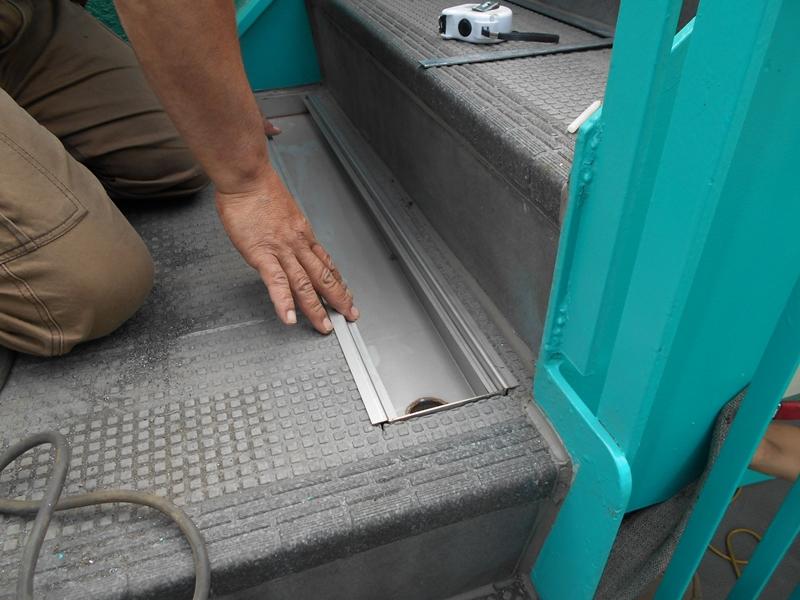 川崎市高津区マンション雨水の溜まる階段 排水溝設置