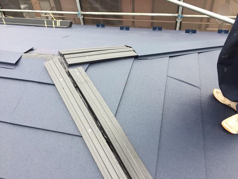 外壁の塗装 川崎市高津区住宅塗りかえ工事 屋根リフォーム カバー工法施工中