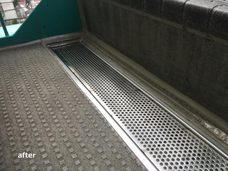川崎市高津区マンション雨水の溜まる階段 排水溝設置完了