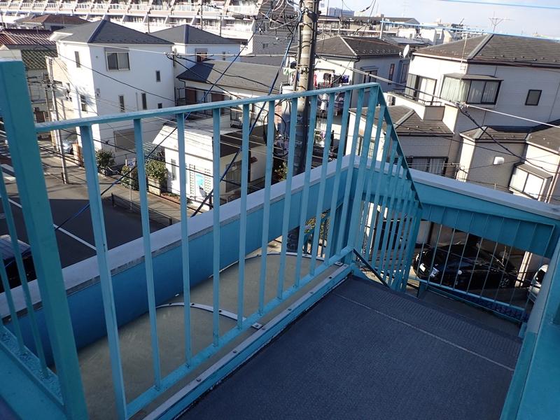 川崎市高津区マンション雨水の溜まる階段