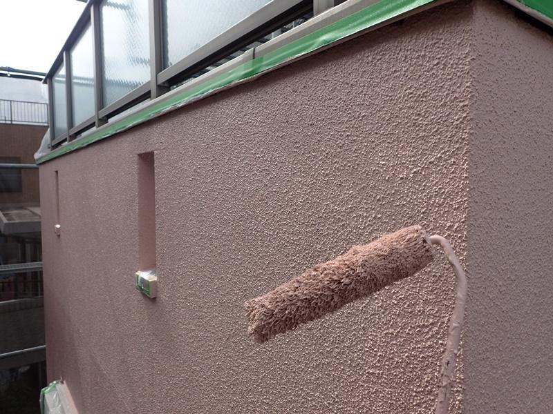 外壁の塗装 川崎市高津区住宅塗りかえ工事 リシン外壁塗装 中塗り塗布