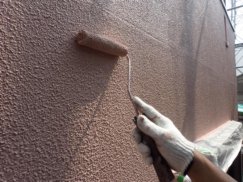 外壁の塗装 川崎市高津区住宅塗りかえ工事 リシン外壁塗装 上塗り塗布