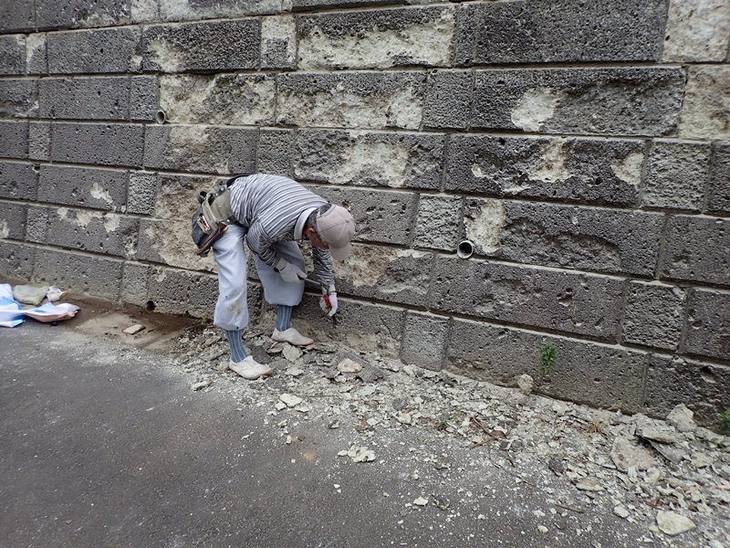 川崎市の外壁塗装工事 大谷石改修工事前 ハツリ