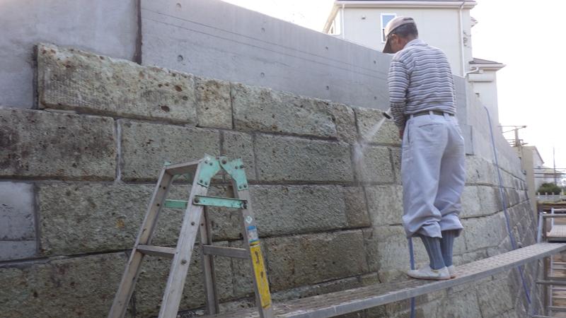 川崎市の外壁塗装工事 大谷石改修工事前 水洗い