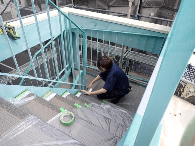 川崎市 高津区 マンション 塗装 ALC 外壁塗装 の施工 階段下塗り