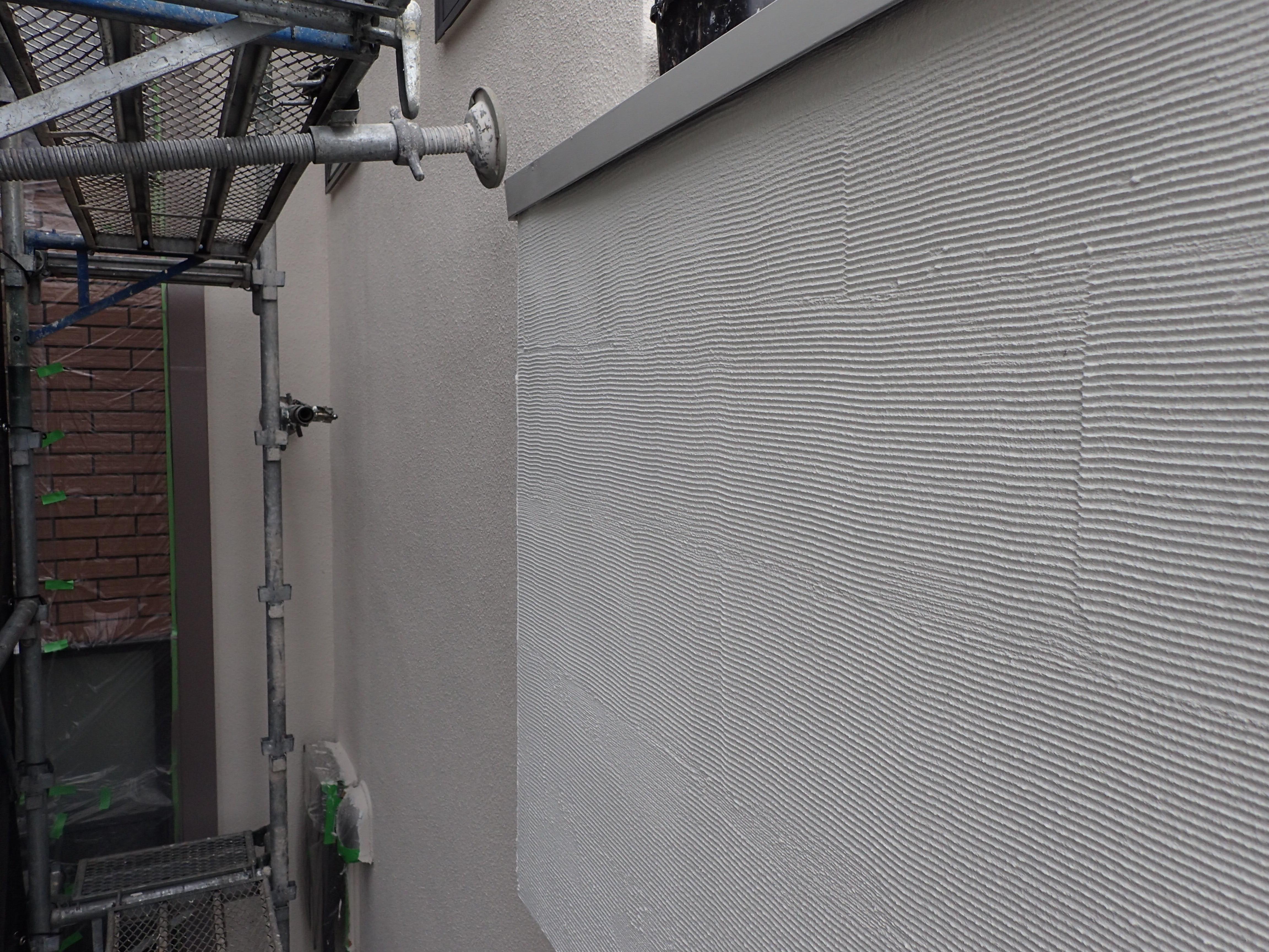 川崎市、横浜市、東京のジョリパット 塗り替え専門店 佐藤塗装店の外壁塗装 ジョリパットフレッシュ 上塗り
