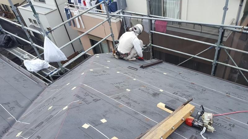 川崎市横浜市東京都の 外壁塗装 川崎市麻生区住宅 外壁塗装 工事前 金属屋根 カバー工法