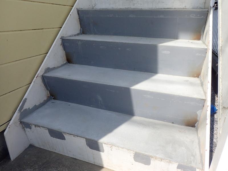 鉄階段の補修