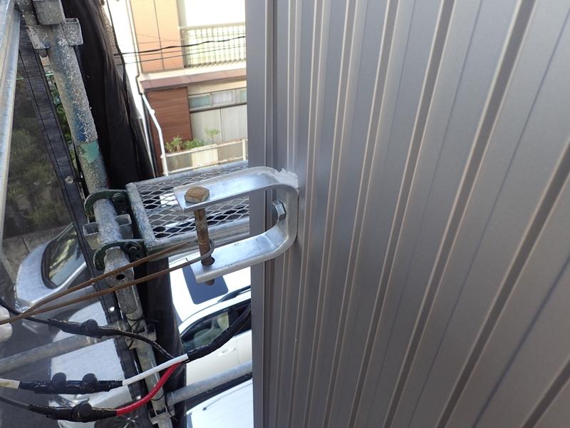金属サイディング 電線ケーブル取り換え