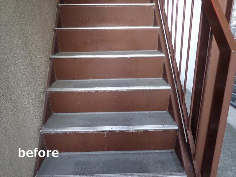 水たまりのできる階段廊下の改修工事 タキステップ6Wと長尺シート防水工事 工事前