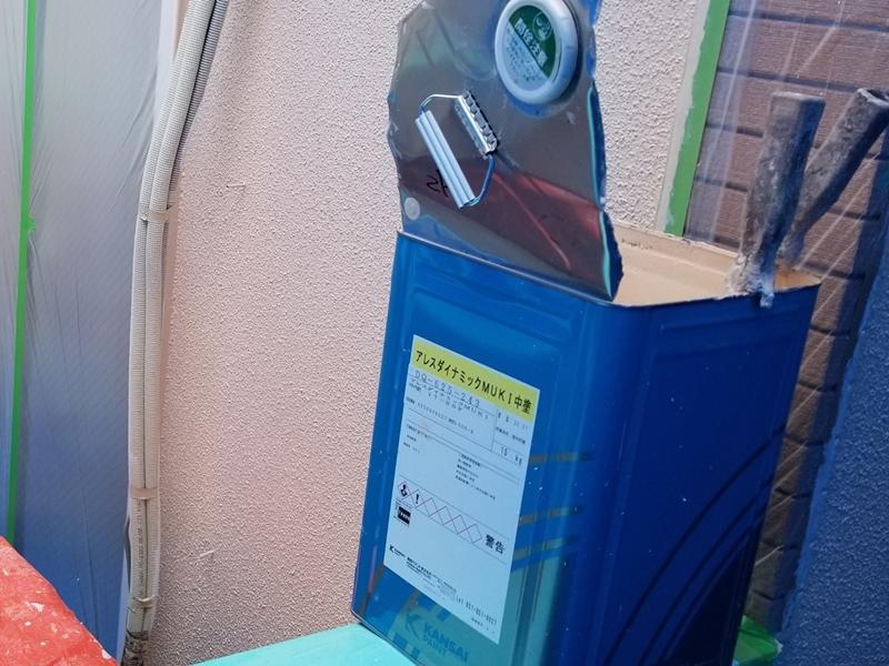 ダイナミックMUKIリシン外壁の塗り替え 神奈川県川崎市高津区住宅の外壁塗装 ダイナミックMUKI中塗り