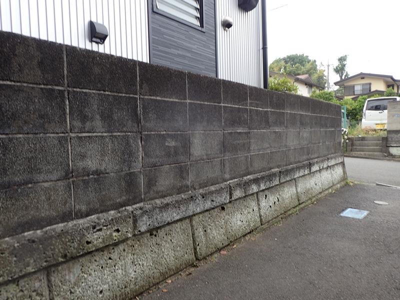 ブロック塀塗装 大谷石の補修工事とジョリパット仕上げ「校倉」 施工前