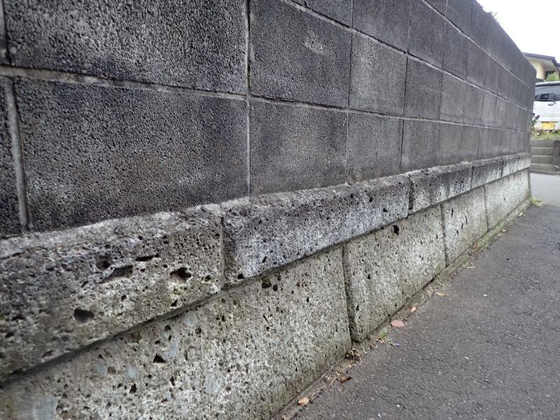 ブロック塀塗装 大谷石の補修工事とジョリパット仕上げ「校倉」施工前